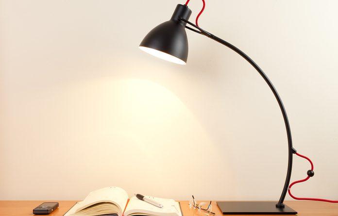 Lampada da tavolo: un accessorio colorato e di design per arredare la tua scrivania