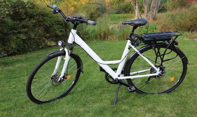 bicicletta con pedalata assistita ebike